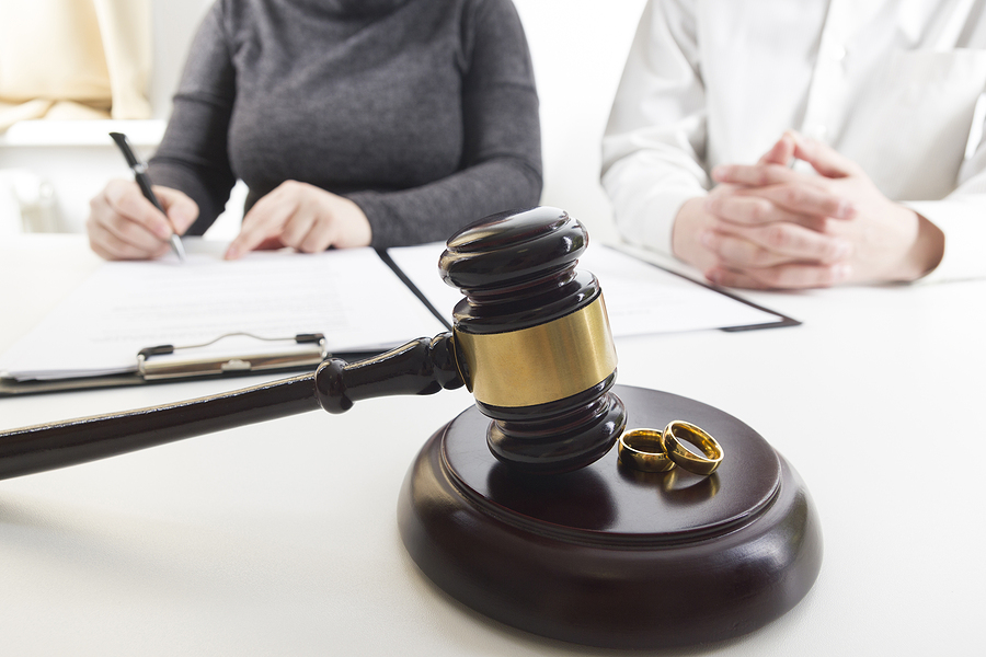 Family law specialist in Sydney assisting a couple on their separation